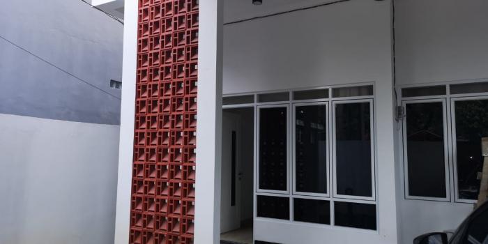 Punya Kavling Di Tepi Jalan Ramai, Begini Konsep Rumah Yang Terbaik. Rumah Jagakarsa
